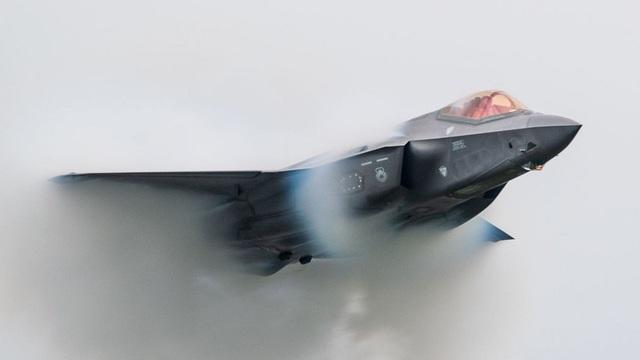 Tiêm kích tàng hình F-35 'vô cùng thất thế' nếu cận chiến với tiêm kích Nga