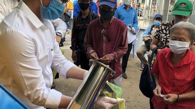 """Công đoàn TP HCM có máy """"ATM gạo"""" cho người lao động khó khăn"""