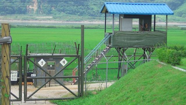 Triều Tiên, Hàn Quốc đấu súng ở khu phi quân sự