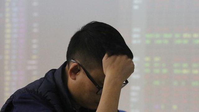 Áp lực điều chỉnh gia tăng trên toàn thị trường, VN-Index mất hơn 5 điểm trong phiên cuối tuần