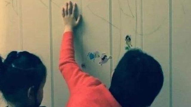 Mặc cho Tôn Lệ phản đối, Đặng Siêu vẫn cho hai con vẽ chằng chịt lên tường nhà vì lý do mà ai nghe thấy cũng phải khen ngợi