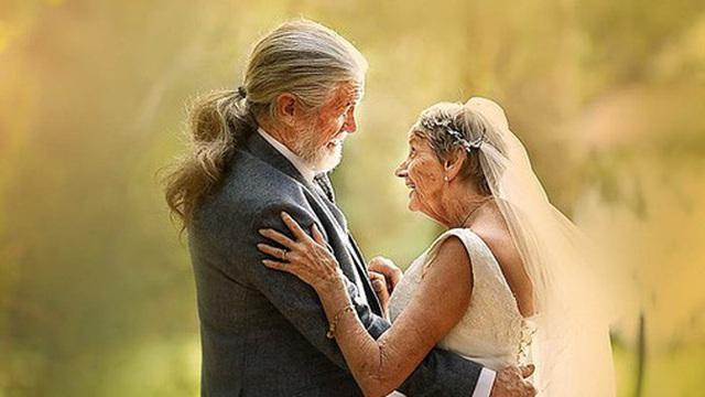 Bộ ảnh cưới độc đáo khiến lớp trẻ phải 'chạy dài mới kịp' của cặp vợ chồng đã đi qua mọi bão giông cuộc đời