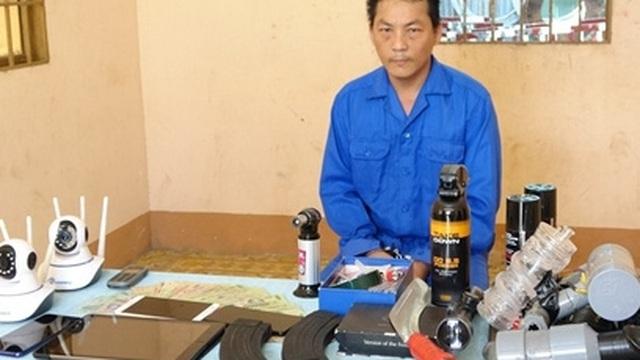 Nhóm mua bán ma túy tàng trữ súng AK, mã tấu