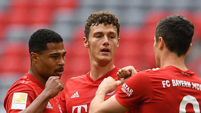 """Thắng """"5 sao"""" trước Dusseldorf, Bayern tạm thời bỏ xa Dortmund 10 điểm"""