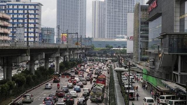 Philippines phát tiền để khuyến khích dân bỏ phố về quê