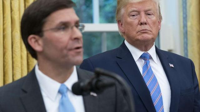 Tương lai của Bộ trưởng Quốc phòng Mỹ Mark Esper sau khi công khai đối đầu Tổng thống