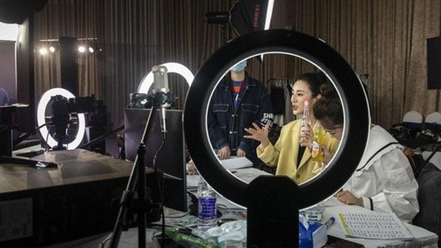 Chân dung Nữ hoàng livestream, người bán từ tăm bông tới tên lửa, mỗi ngày thu về hàng triệu USD