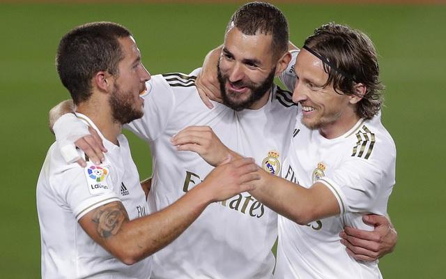 """Toát mồ hôi hột, Real Madrid bắn hạ """"Bầy dơi"""" bằng cú đúp của Benzema"""