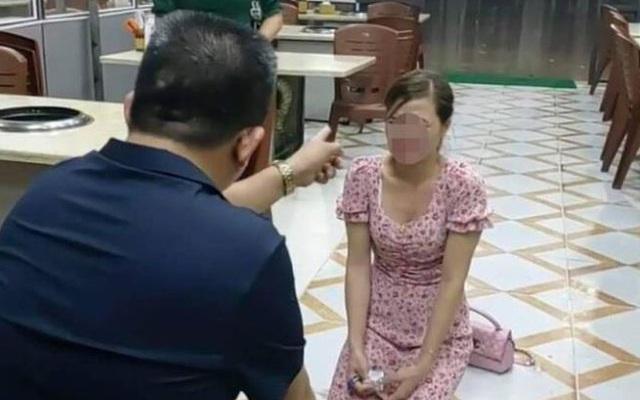 """Cô gái quỳ trong quán nướng Hiền Thiện: Vừa vào quán bị tát, ông chủ đe dọa dùng vỏ sầu riêng """"tát cho tan mặt"""""""