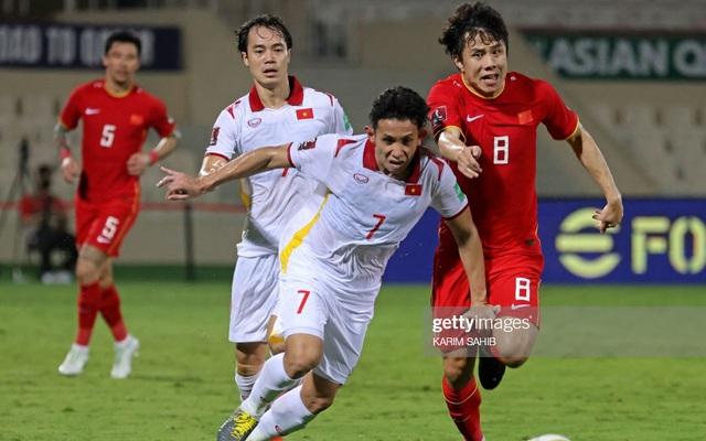 Đội nhà vừa đả bại thầy trò HLV Park, PV Trung Quốc đã tỏ ra ghen tỵ với bóng đá Việt Nam