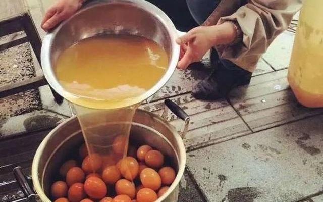 """""""Trứng luộc nước tiểu"""" - món đặc sản của dân sành ăn Trung Quốc khiến cả thế giới choáng váng"""