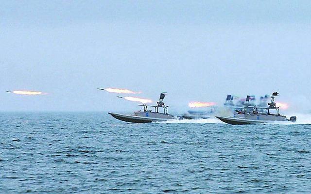 Chuẩn bị ứng phó tàu sân bay Mỹ, Hải quân Iran trang bị thêm 340 xuồng cao tốc mang tên lửa