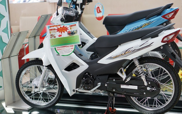 Xe máy giá rẻ, tiết kiệm xăng, chọn Honda Wave Alpha hay Yamaha Sirius?