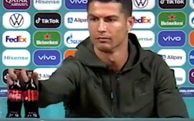 Hành động phũ phàng của Ronaldo khiến nhà tài trợ Euro bốc hơi 93 nghìn tỷ đồng