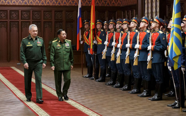 """Mặc kệ kêu gọi của LHQ, Nga nói lời """"mặn nồng"""" với Thống tướng Myanmar: Moskva thừa nước đục thả câu?"""