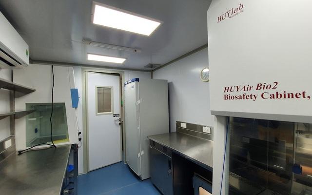 Bên trong container xét nghiệm Covid đầu tiên xuất hiện ở VN, đạt 36.000 mẫu xét nghiệm/ngày