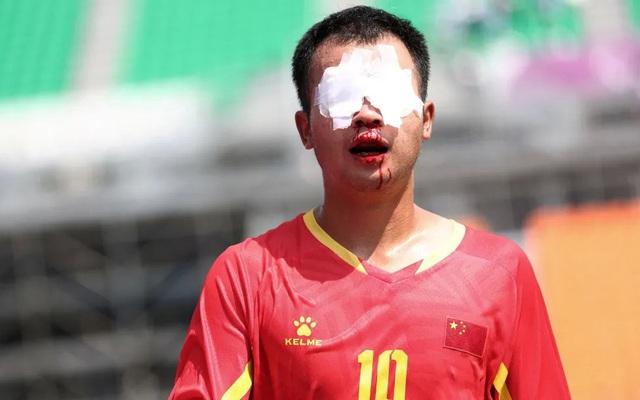 """Ghi hai siêu phẩm """"mang dáng dấp Messi"""", Trung Quốc hạ gục Nhật Bản đầy tự hào"""