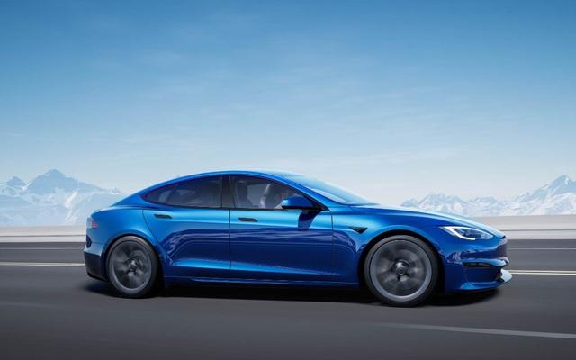 Chiếc xe điện hơn 1000 mã lực, một lần sạc chạy 3 lượt Hà Nội – Quảng Ninh chưa hết điện, tăng tốc kinh hoàng đả bại Porsche trên đường đua!