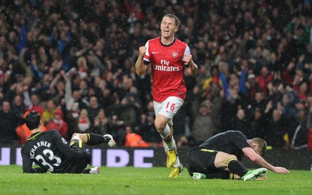 """""""Thần chết"""" Ramsey ghi bàn khiến... Beckham nghỉ hưu"""