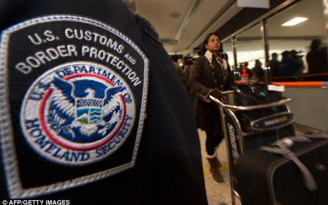 Phát hiện lô hàng chứa 18 đầu người ở sân bay Mỹ