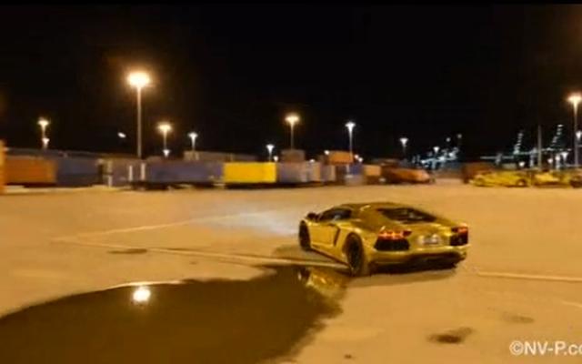 Ngắm siêu xe Lamborghini Aventador mạ vàng cực chất