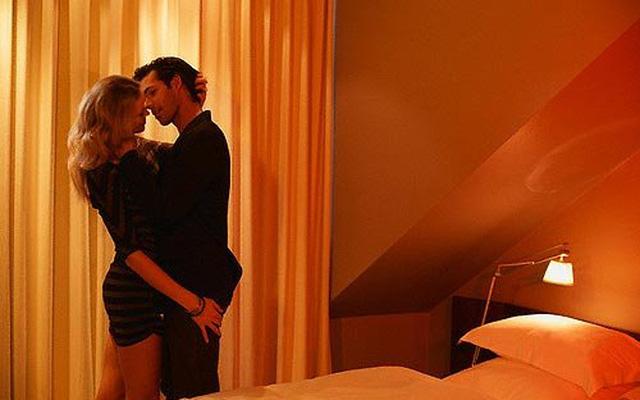 """Hoang mang nhiễm HIV vì trót qua đêm với """"gái nhà hàng"""""""