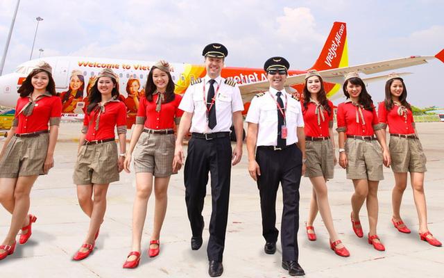 Tiếp viên hàng không: Phía sau những nụ cười