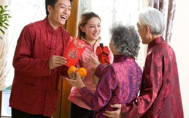 Chọn người tuổi nào xông nhà tốt nhất trong ngày mùng 1 Tết Đinh Dậu?