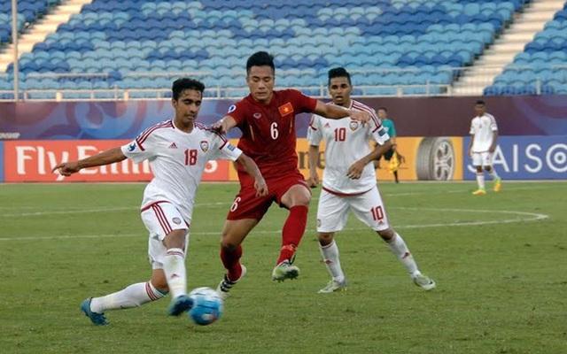 """U19 Việt Nam bị """"ném đá"""" vì lối đá thô bạo"""