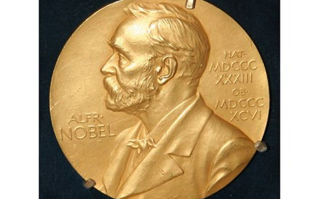 Người đạt giải Nobel đầu tiên phát minh ra cái gì?