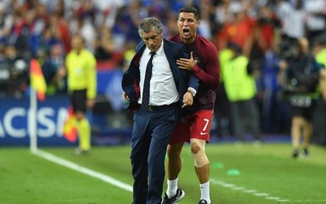 """Chùm ảnh Ronaldo: Khóc lóc rời sân rồi cực yêu khi """"cướp"""" quyền chỉ đạo"""