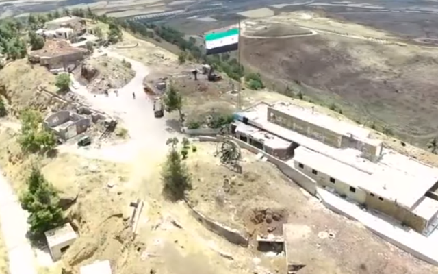 VIDEO: Đang mải mê treo cờ ăn mừng, FSA bất ngờ bị Nga không kích
