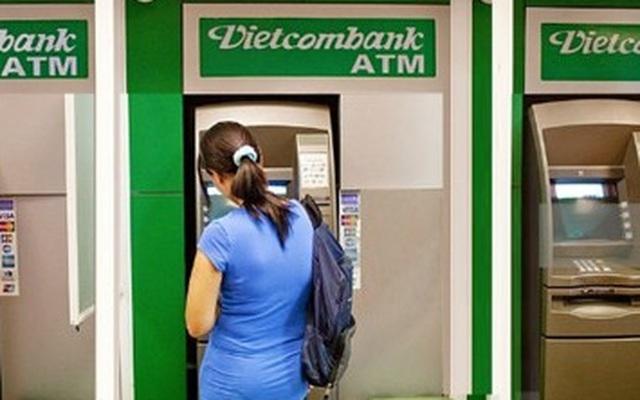 """Vụ khách mất 500 triệu đồng: Vietcombank đang bị những ai """"ném đá""""?"""
