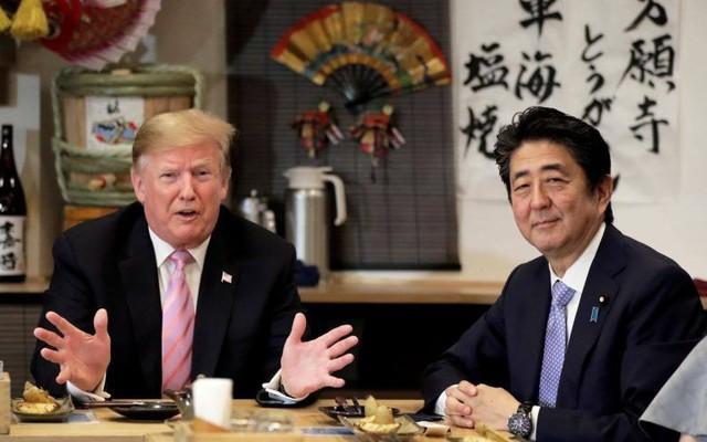"""Thủ tướng Nhật """"tranh thủ"""" tối đa để tận lợi hết mức từ ông Trump: Mối lo từ bài học nhãn tiền của TQ?"""