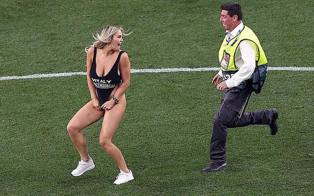 Tiết lộ bất ngờ về cô gái xinh đẹp, ăn mặc hở hang phá trận Chung kết Champions League