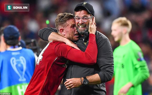Xúc động hình ảnh nửa cười nửa khóc của Klopp khi vô địch sau 6 trận Chung kết thất bại