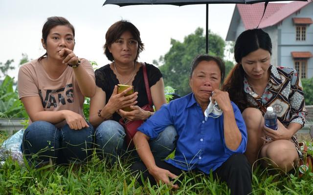 Thực nghiệm vụ container tông Innova lùi trên cao tốc: Mẹ già khóc vì không thấy con