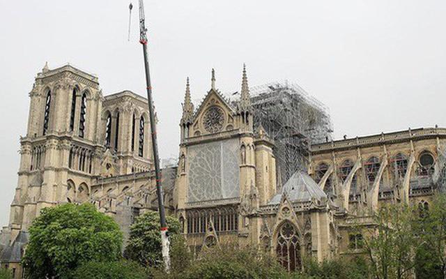 Bầu không khí Paris nhiễm độc chì sau vụ cháy Nhà thờ Đức Bà