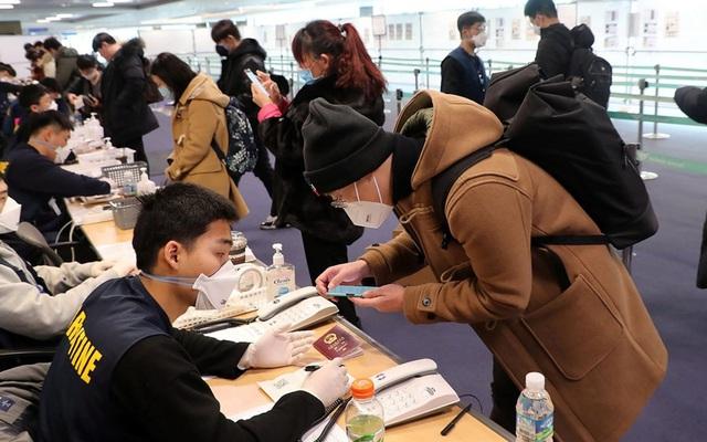 Người Hàn bị Trung Quốc cưỡng chế cách ly tại sân bay, dân Hàn Quốc nổi giận với Bộ ngoại giao