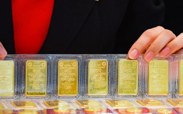 'Chóng mặt' với giá vàng, lại đảo chiều tăng vọt
