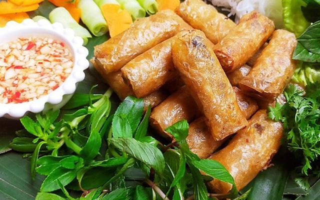 Ăn cơm mãi cũng chán, đổi món cho bữa tối với bún nem thơm nức giòn rụm thôi!