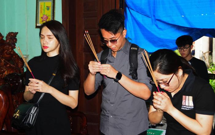 Hương Giang xúc động, đưa bạn trai đến viếng chiến sĩ hy sinh ở Rào Trăng 3