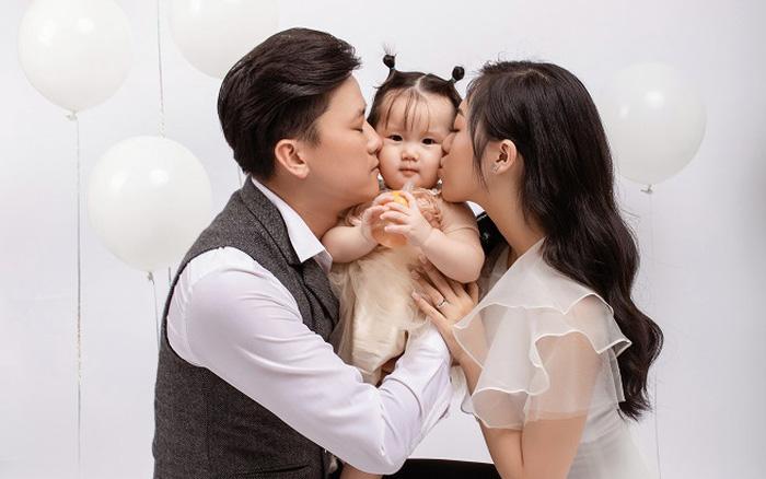Quách Ngọc Tuyên đăng ảnh hạnh phúc bên vợ con
