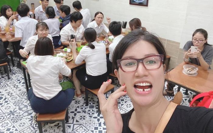 Trang Trần bị gãy răng vẫn livestream bán hàng khiến cư dân mạng