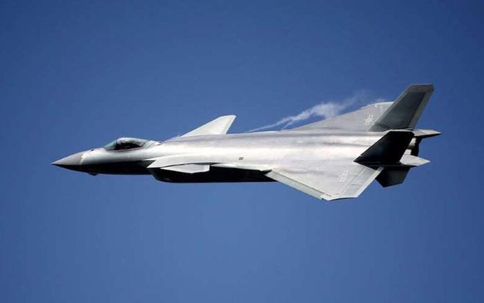 So sánh tiêm kích tàng hình J-20 của Trung Quốc và F-22 của Mỹ