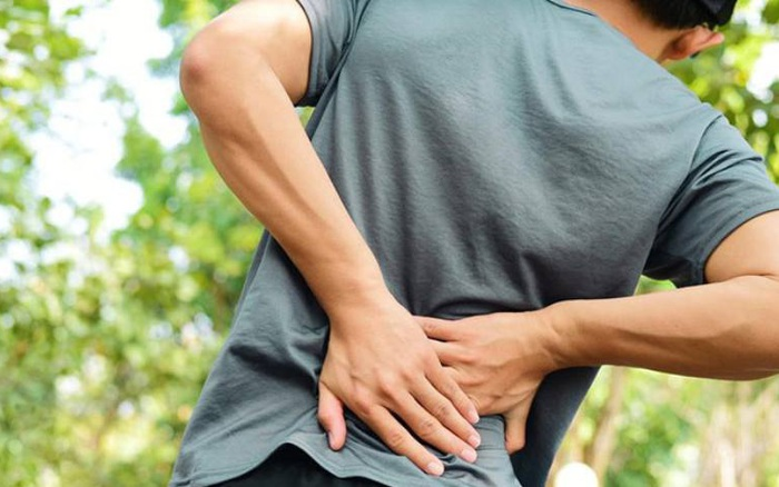 Đau lưng có thể là triệu chứng của 4 bệnh lý cần chú ý