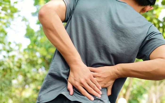 Tiểu nhiều, đau lưng có phải do suy thận? - vietllot 655