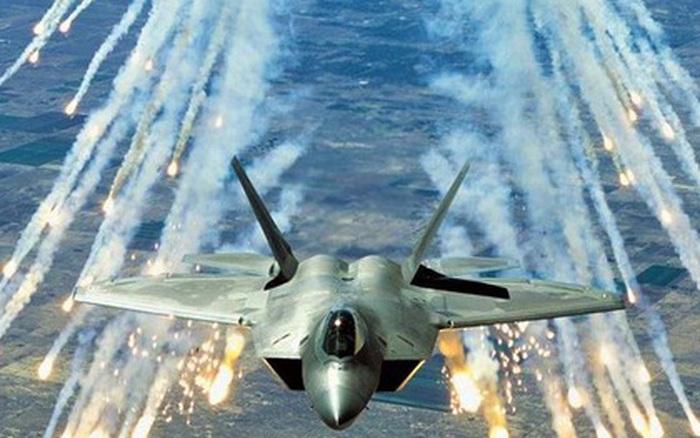 """Mỹ nâng cấp vũ khí, biến """"chim ăn thịt"""" F-22 thành """"sát thủ đáng gờm"""""""