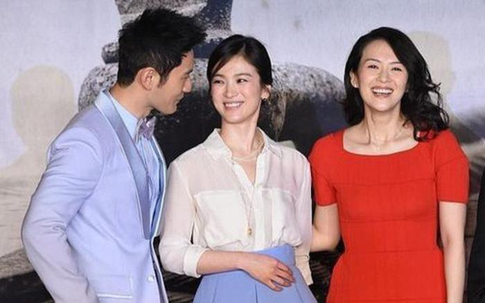 Ảnh cũ bất ngờ hot trở lại: Huỳnh Hiểu Minh mải mê quan tâm Song Hye Kyo, ngó lơ đàn chị Chương Tử Di