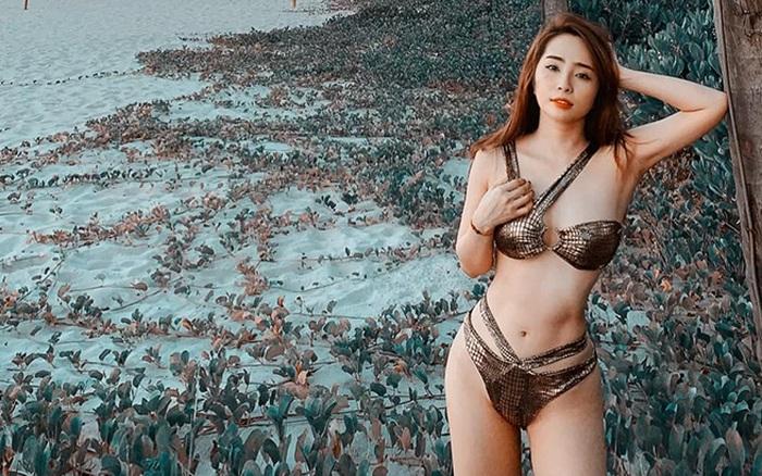 Loạt ảnh bikini gợi cảm của Quỳnh Nga